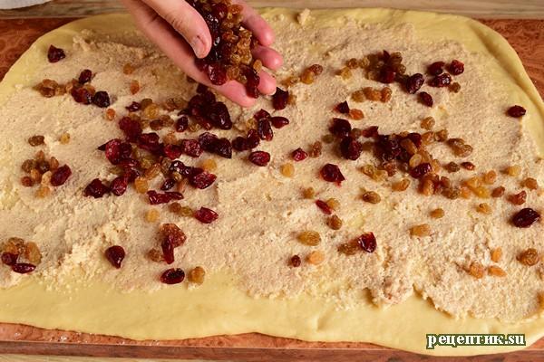 Самые вкусные дрожжевые булочки с изюмом и клюквой - рецепт с фото, шаг 14