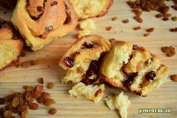 Самые вкусные дрожжевые булочки с изюмом и клюквой - рецепт с фото, результат