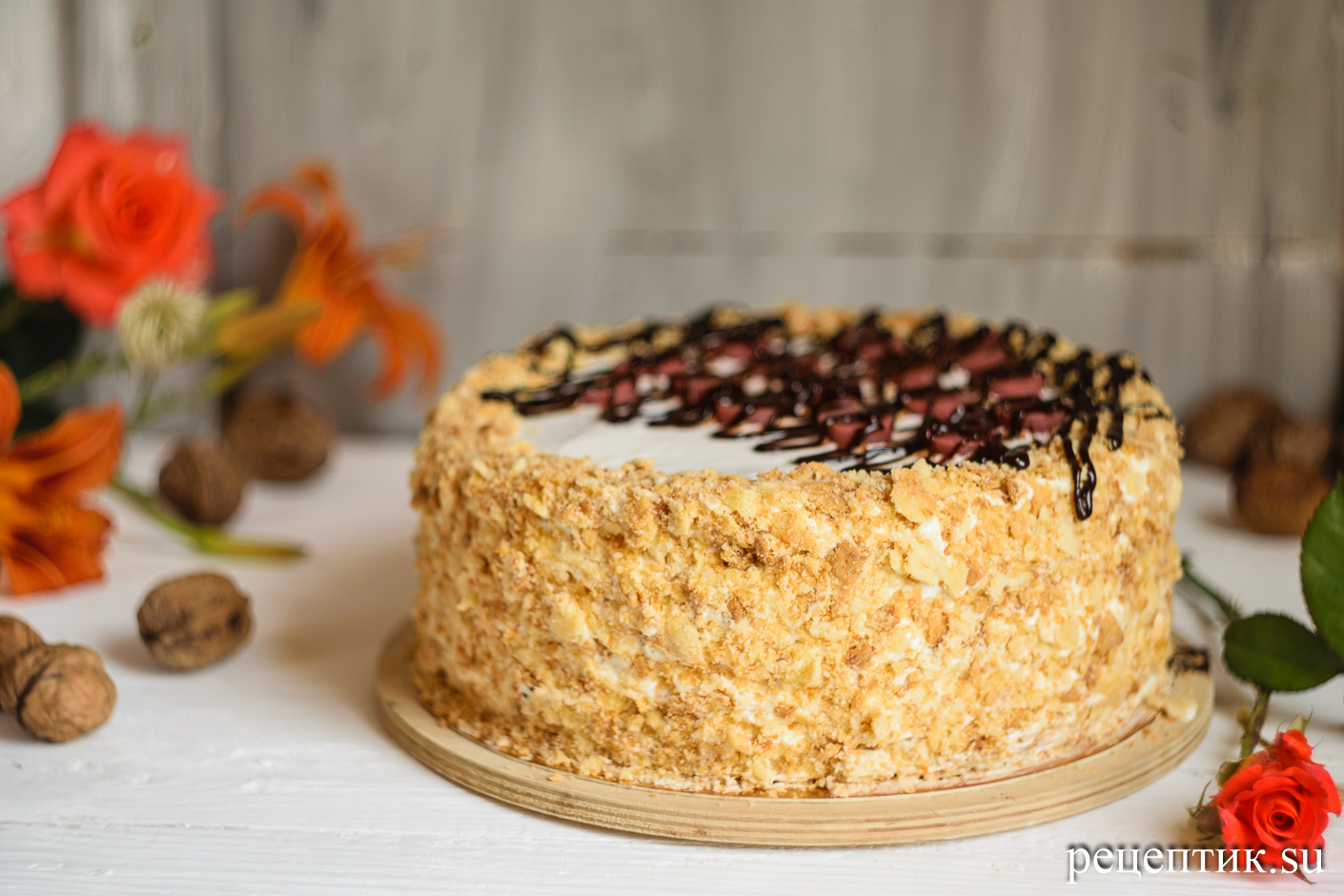 Карамельно-ореховый наполеон со сметанным кремом - рецепт с фото