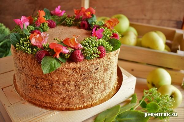 Мягкий медовик со сметанным кремом и яблоками - рецепт с фото