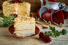 Торт «Наполеон» из рубленого слоеного теста с заварным кремом