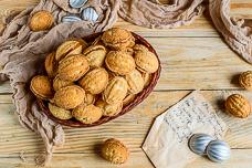 Рецепт печенья «Орешки» с вареной сгущенкой в формочках