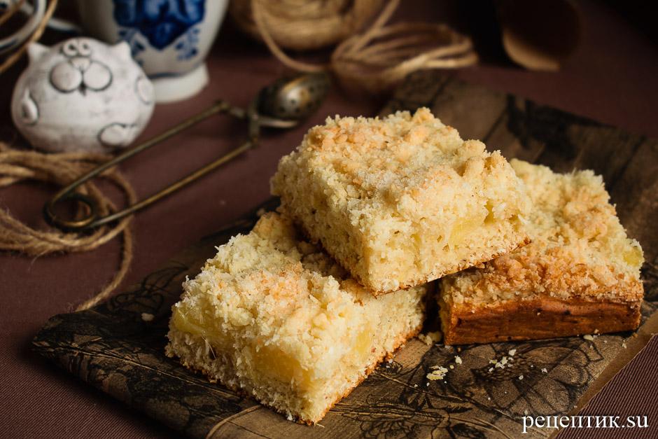 Пирог с консервированными ананасами и хрустящей кокосовой крошкой - рецепт с фото