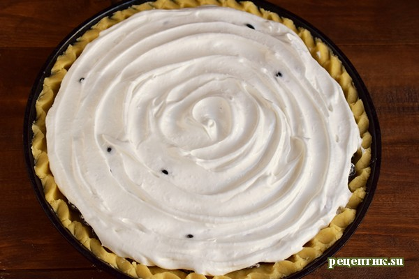 Пирог из песочного теста с черной смородиной и безе - рецепт с фото, шаг 10