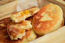 Пирожки жареные дрожжевые с абрикосами