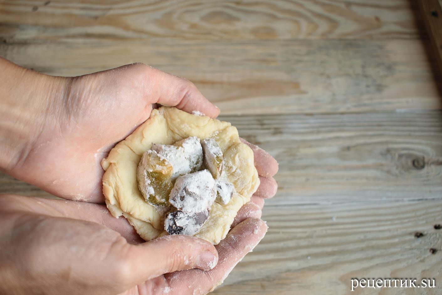 Дрожжевые пирожки со сливами в духовке - рецепт с фото, шаг 10