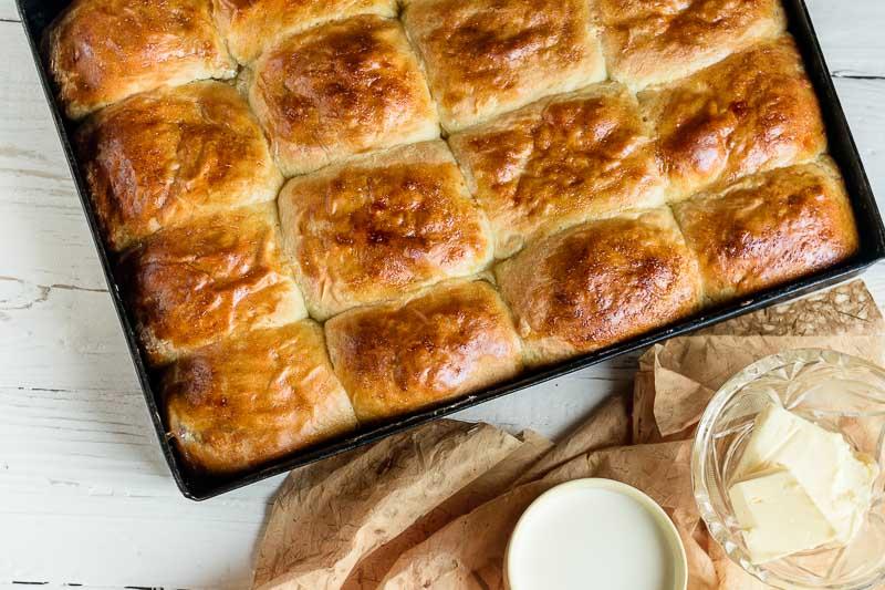 Дрожжевые пирожки со сливами в духовке