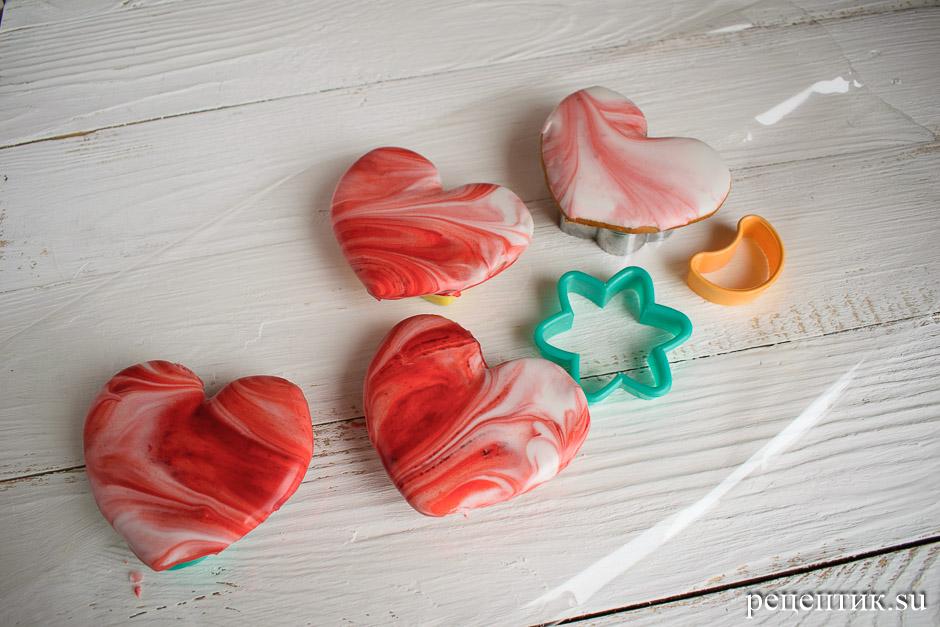 Пряники-сердечки, украшенные глазурью с разводами (мраморный эффект) - рецепт с фото, шаг 10