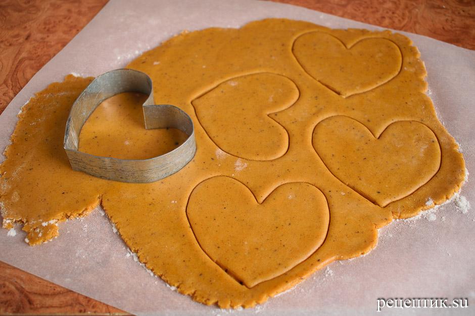 Пряники-сердечки, украшенные глазурью с разводами (мраморный эффект) - рецепт с фото, шаг 2