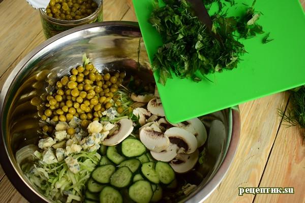 Салат из свежей капусты с сырыми шампиньонами и голубым сыром - рецепт с фото, шаг 6