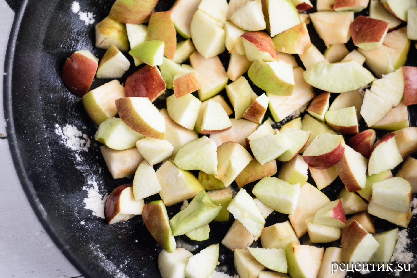 Пышная шарлотка с яблоками в духовке - рецепт с фото, шаг 8