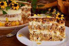 Тыквенный торт с изюмом и сливочным сыром