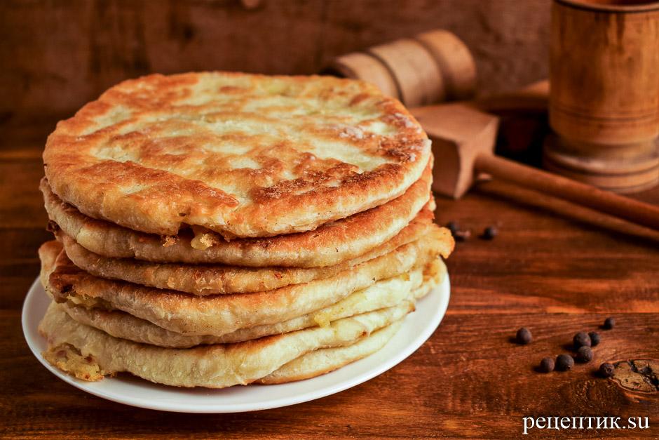 Тонкие пирожки с картошкой из дрожжевого теста - рецепт с фото