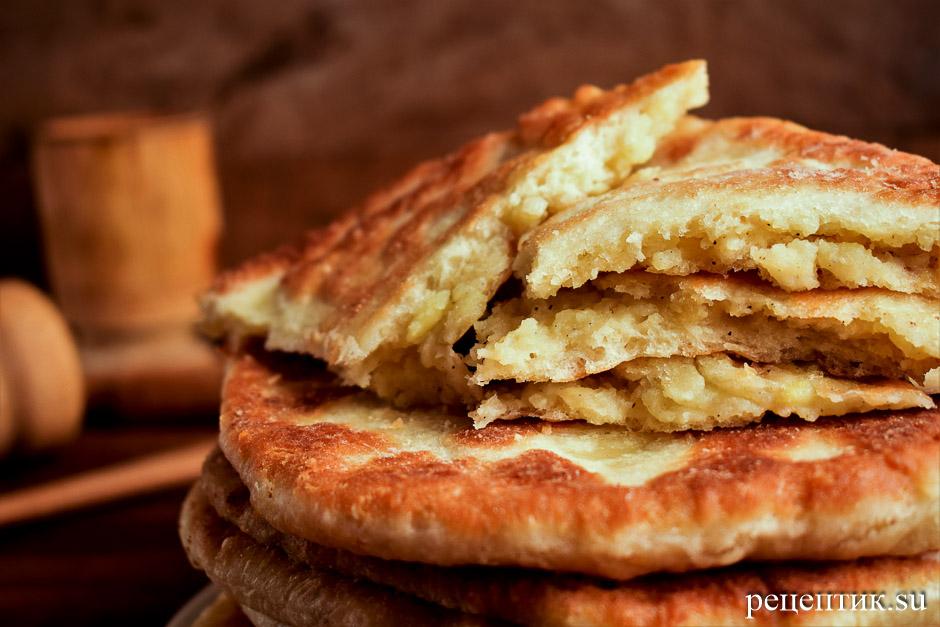 Тонкие пирожки с картошкой из дрожжевого теста - рецепт с фото, результат