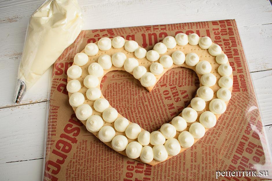 Нежный медовый торт «Сердце» с маскарпоне - рецепт с фото, шаг 10