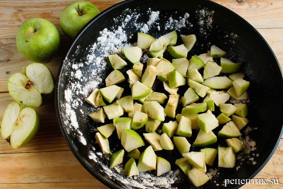 Бисквитный пирог-перевертыш с яблоками - рецепт с фото, шаг 11